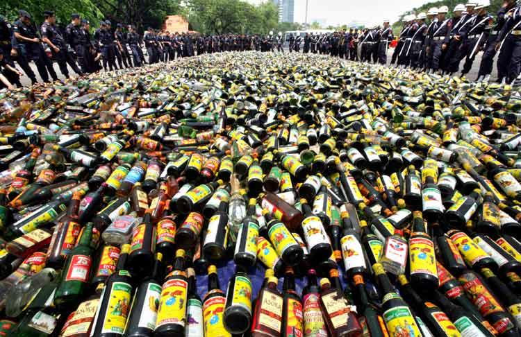 4 kuwaitíes detenidos en el aeropuerto con 325 botellas de Whisky