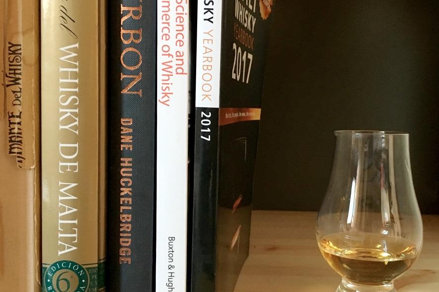 5 libros de whisky básicos para tu biblioteca
