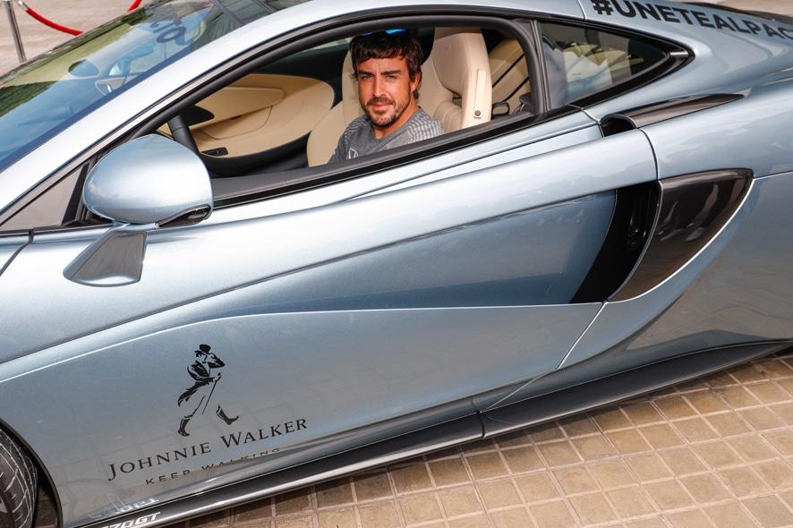 Únete al pacto, Johnnie Walker y Fernando Alonso por la seguridad al volante