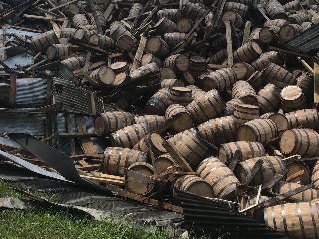 Se pierden 18.000 barriles en Kentucky al derrumbarse un almacén